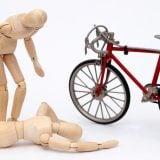 自転車事故 人形