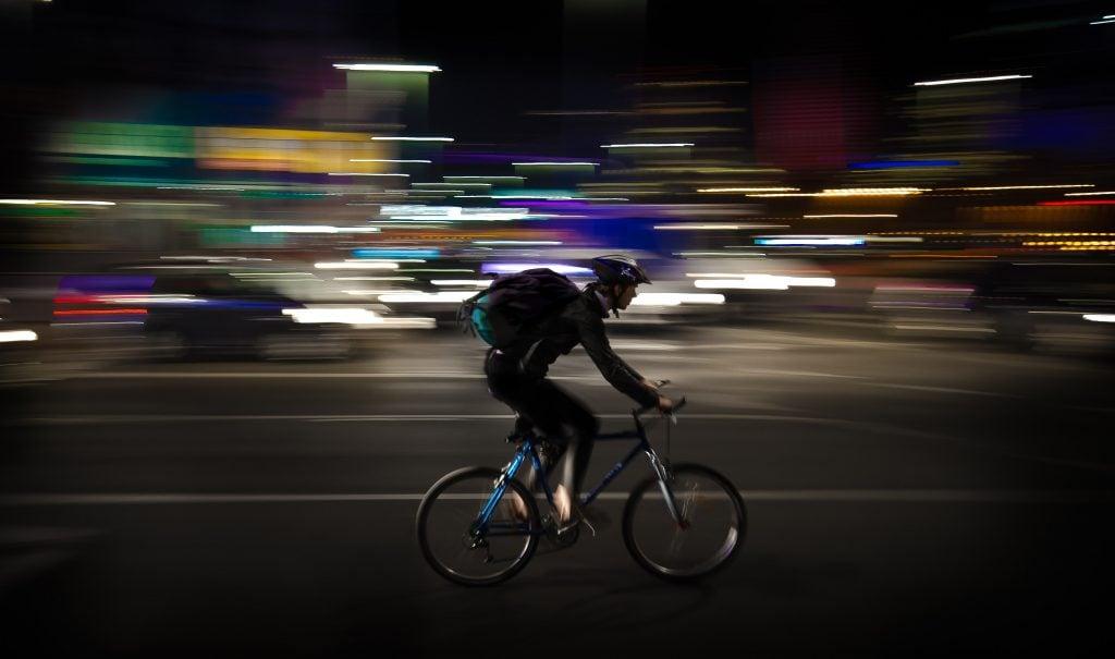 UberEats配達員レベル分け 上級+ 疾走する自転車