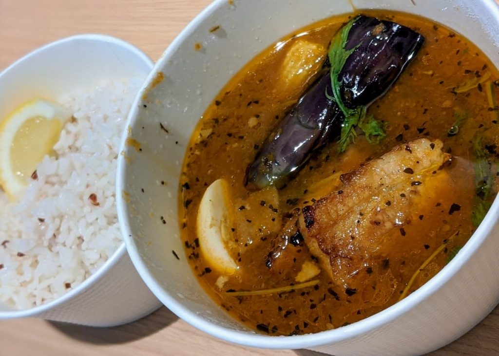 suage ラベンダーポークの炙り煮カレー